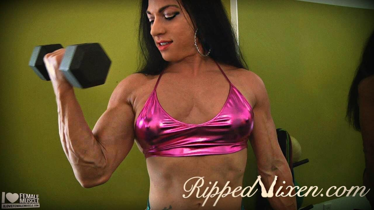 Ripped Vixen dumbbell biceps curl